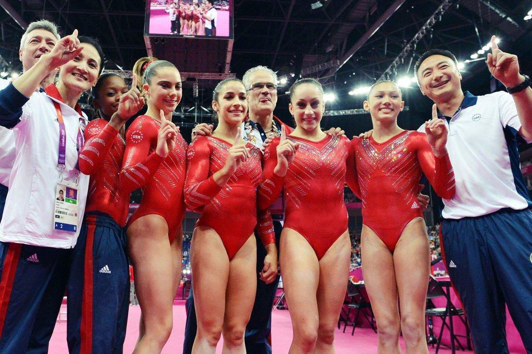美國金牌體操隊教練約翰.蓋德特(John Geddert)在今年2月25日,遭檢...