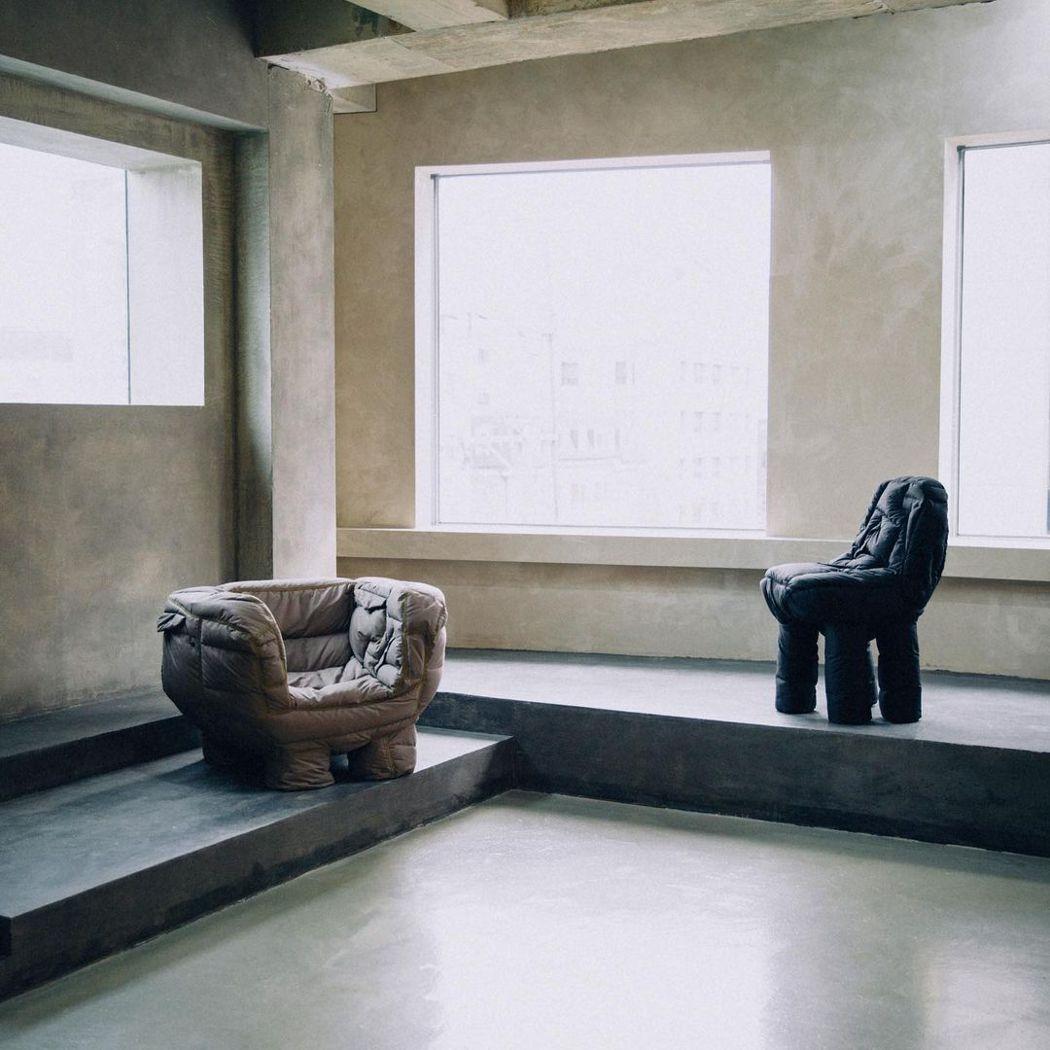 Jinyeong Yeon把賣不完的羽絨外套,製造成沙發。圖/Jinyeong ...