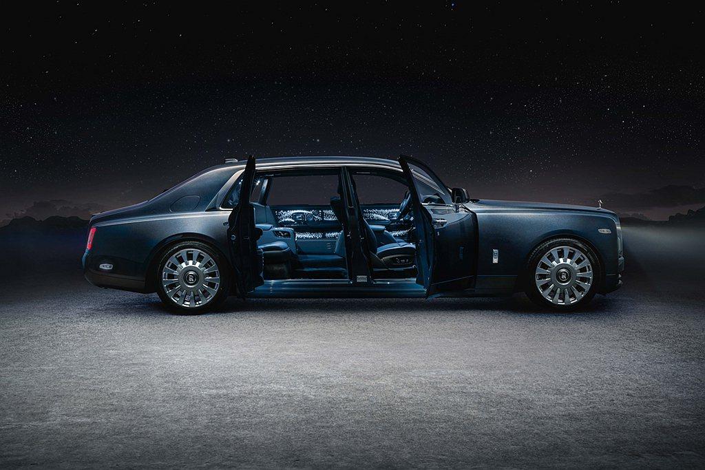 """勞斯萊斯汽車首席執行官托斯頓•穆勒•烏特弗斯先生總結道:""""Phantom是勞斯萊..."""