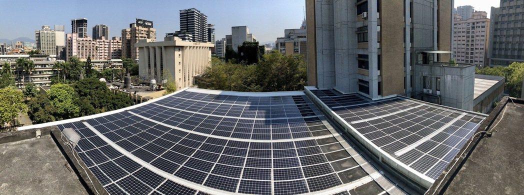 承德陽光活力廣場位於北科大圖書館屋頂,目前已正常發電供校內行政大樓使用。 北科大...