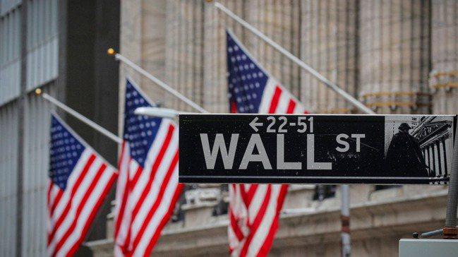 美國股市最近因美債殖利率驟升,震盪走低。 路透