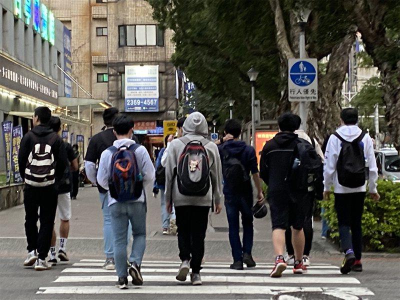 傳有學生因服裝儀容及課業成績遭受體罰等情事,引發社會關注,監委申請自動調查。聯合報系資料照/記者潘才鉉攝影