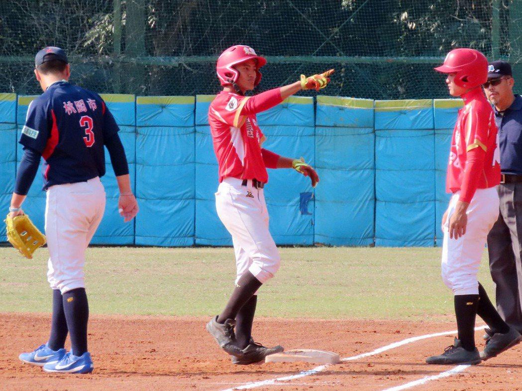 高中木棒聯賽第三階段16強賽26日開打,台東體中首戰碰上上屆冠軍平鎮高中,以1比