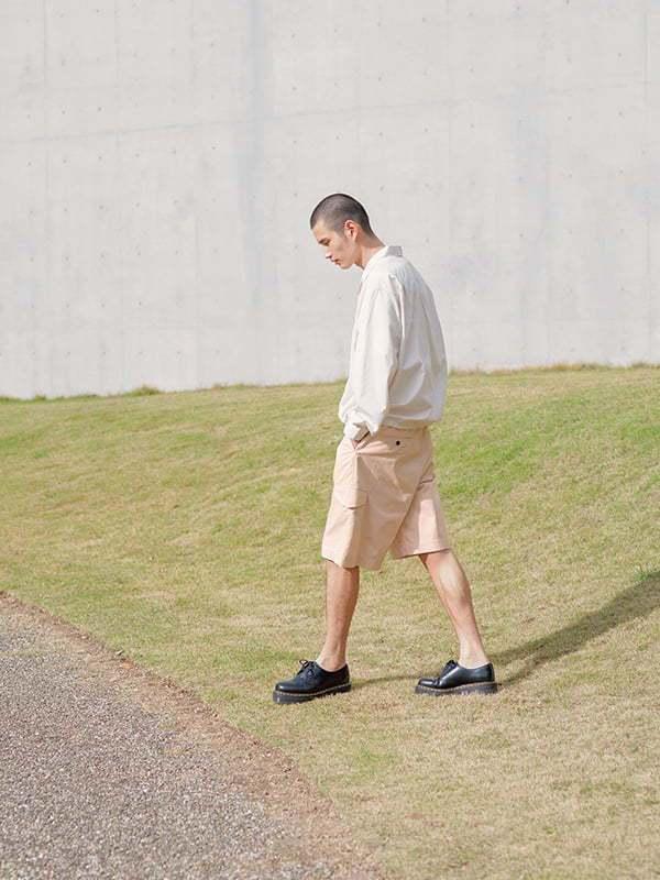 UNIQLO +J春夏系列SUPIMA棉寬版雙口袋襯衫1,990元、寬版工作短褲...