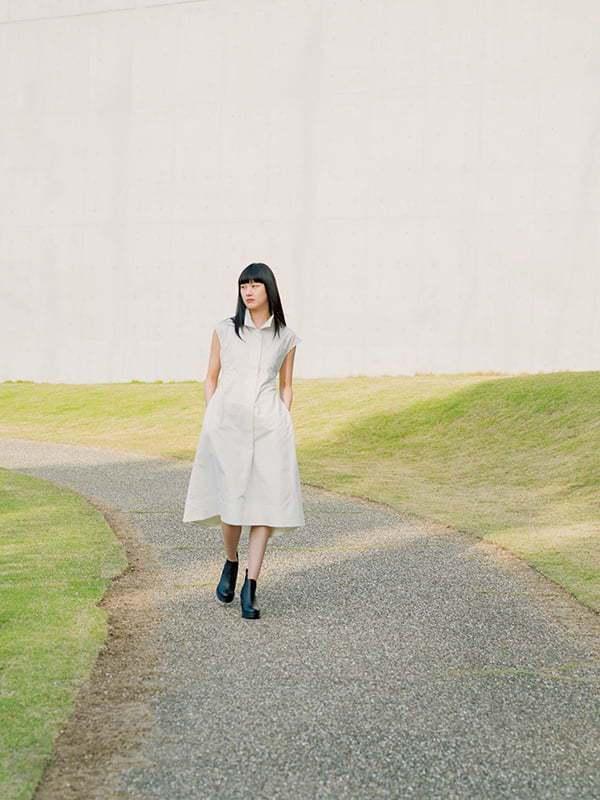UNIQLO +J春夏系列棉麻法式袖長洋裝1,990元。圖/摘自UNIQLO官網