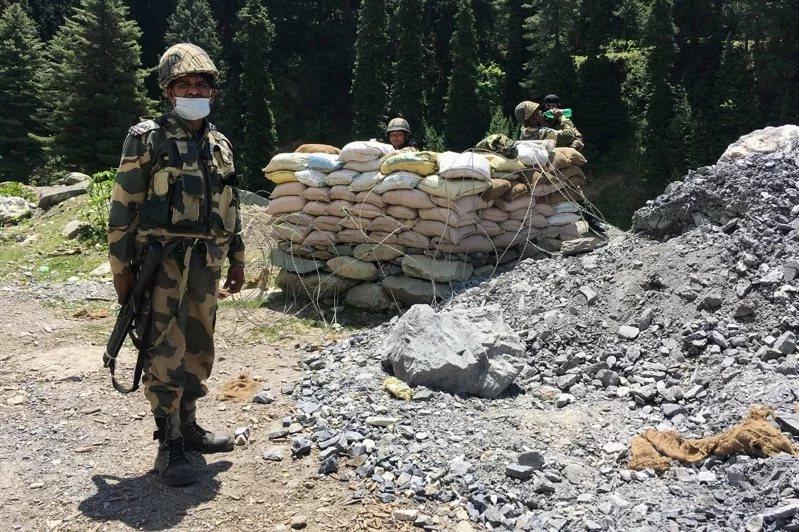 圖為駐守在中印邊界的印度邊防安全部隊。圖/法新社