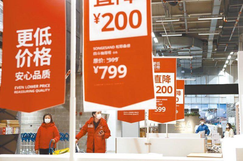 北京大學經濟政策研究所副所長顏色預計,大陸全年經濟增長形勢可能逐季回落,前高後低。中新社資料照片