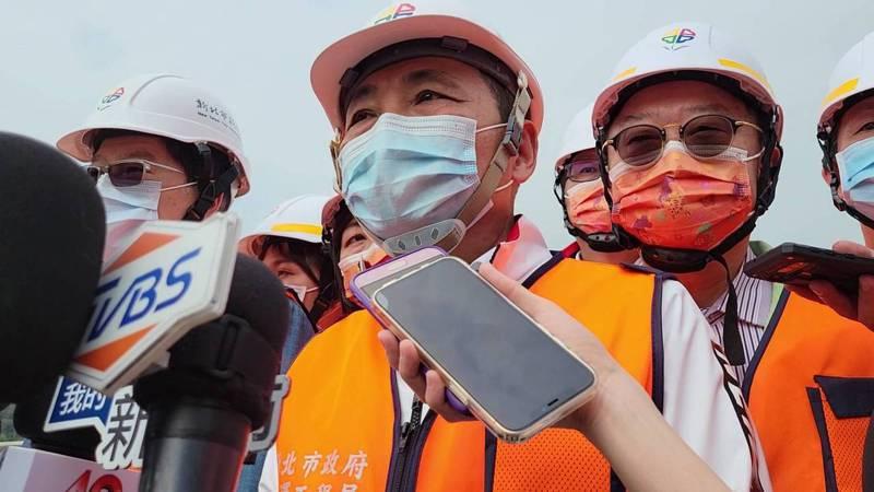 中油要在桃園藻礁興建第三座液化天然氣接收站,環團建議移到台北港設置,新北市長侯友宜表示,他尊重專家學者的評估。記者江婉儀/攝影
