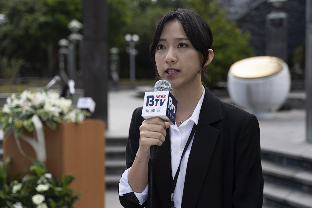 范宸菲在「國際橋牌社2」中飾演記者。圖/國際橋牌社提供