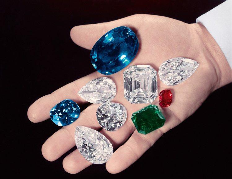 海瑞溫斯頓先生一生熱衷於偉大鑽石,其收藏幾可與王室相比、毫不遜色。圖 / Har...