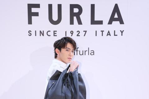 義大利精品FURLA下午在遠百信義舉辦春夏新品發表,邀請藝人程予希、林暉閔、邵奕玫、石知田代言各種款式的春夏包款。