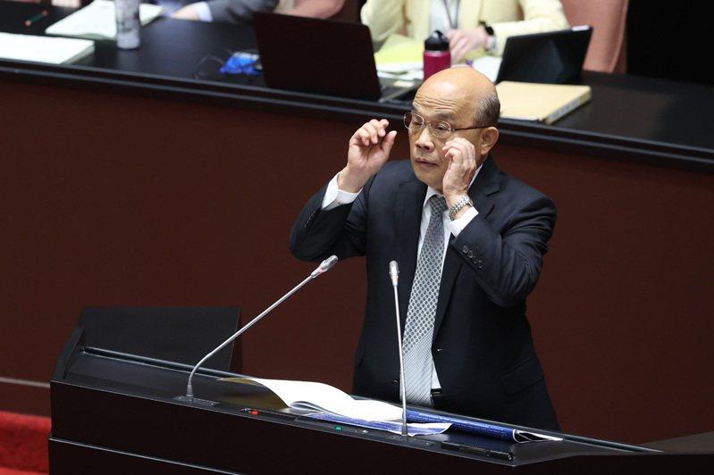 行政院長蘇貞昌上午赴立法院,專題報告有關COVID-19肺炎篩檢、疫苗整備及百億養豬產業基金相關事項專案報告及備詢。記者葉信菉/攝影