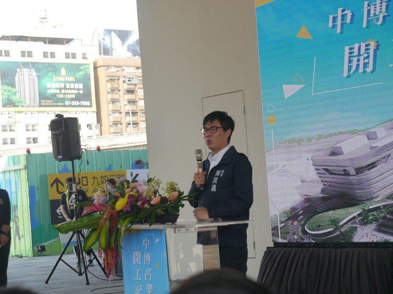 中博高架橋今晚將拆除,市長陳其邁出席記者會,對於大陸片面中斷台灣鳳梨進口,他認為有違國際貿易常規。記者徐白櫻/攝影