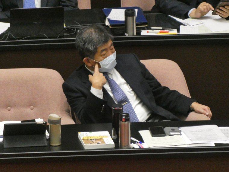 新冠肺炎疫苗問世,台灣也積極採購要普遍施打。但衛福部長陳時中今在立院答詢表示,民...