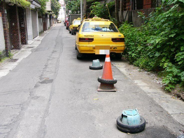 不少人會用自家雜物霸占停車位。圖/聯合報系資料照片