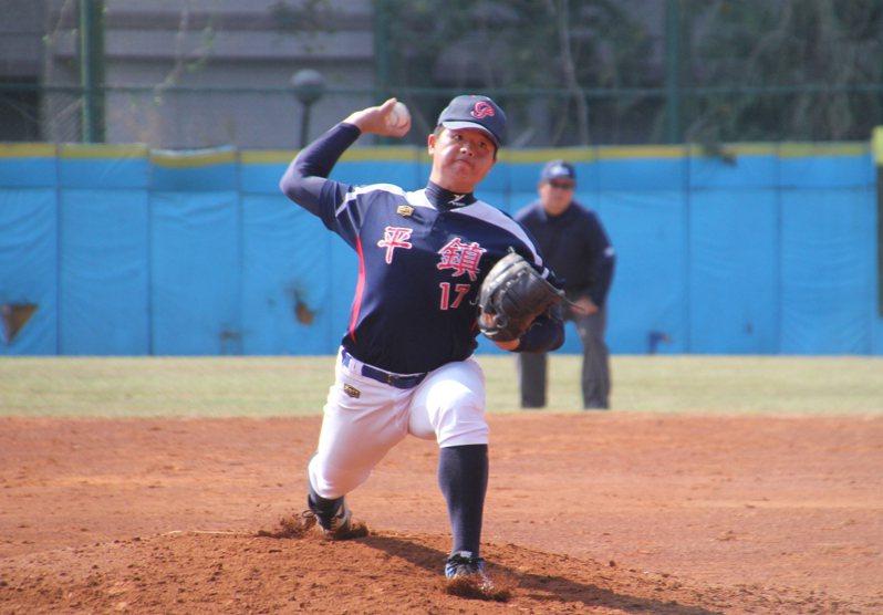 高中木棒聯賽第三階段,平鎮高中陳志杰先發7局無失分奪勝投。圖/學生棒球聯盟提供