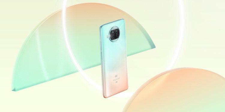 小米10T Lite 5G(6GB+128GB)共有珍珠灰、海洋藍、玫瑰金等3色...