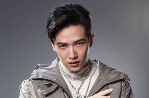 熊仔憑新歌「88BARS」展現招牌快嘴,在10秒內唸完120字,強勢宣告「那個很兇的」自己回來了,而他將與Leo王、大支、剃刀蔣成為台灣第一個嘻哈選秀節目「大嘻哈時代」導師,他透露新歌「88BARS...
