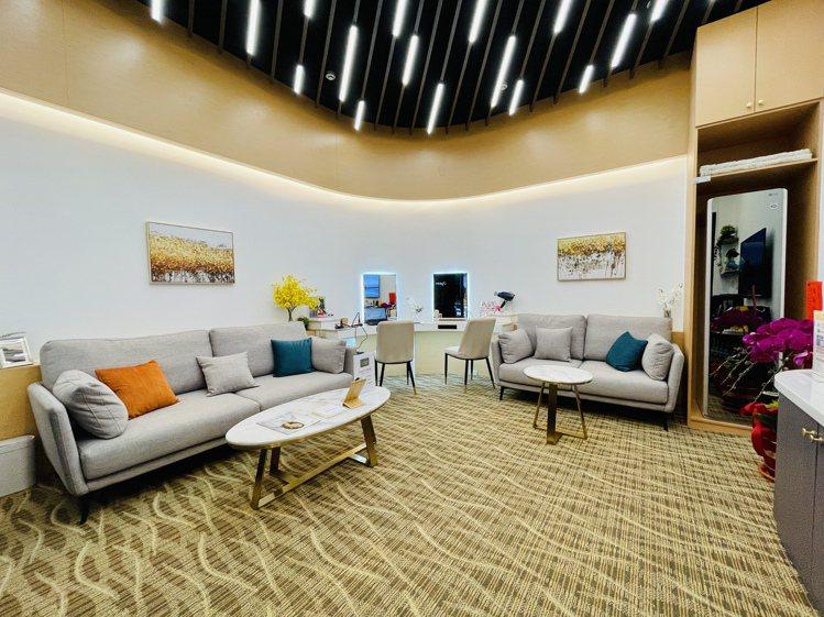 店內特別設置了舒適的頂級VIP室,讓消費者享受賓至如歸的消費體驗。記者黃筱晴/攝...