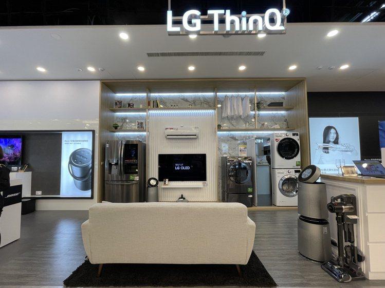LG搭載LG ThinQ智慧家庭連網技術的全系列商品一字排開,全面展現智慧家庭的...