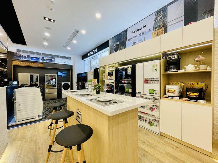 Surpass超越店內不同品牌的主打商品皆打造了情境式的體驗空間。記者黃筱晴/攝...