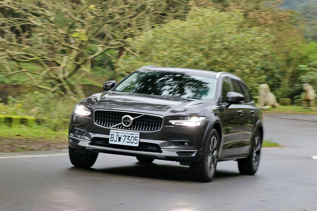 Volvo V90 Cross Country兼具舒適及駕馭樂趣。 記者陳威任/...