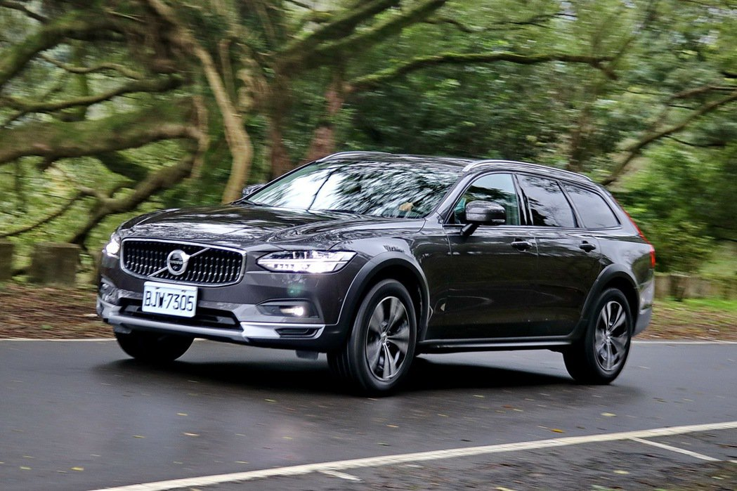 自成一格的跨界旅行車 Volvo V90 Cross Country B5 Momentum試駕