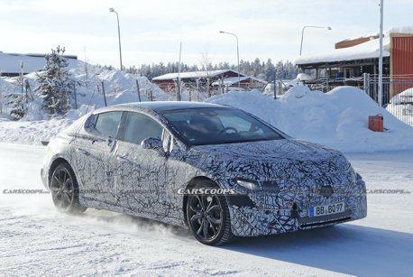 Mercedes EQE Sedan雪地中捕獲 承襲E系列的EVA架構最新力作