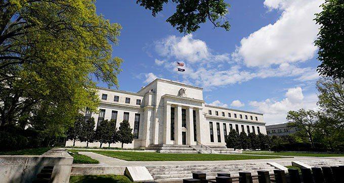 美債殖利率不斷上揚,加劇市場動盪。美國聯準會(Fed)多位官員出面喊話,表示此現...
