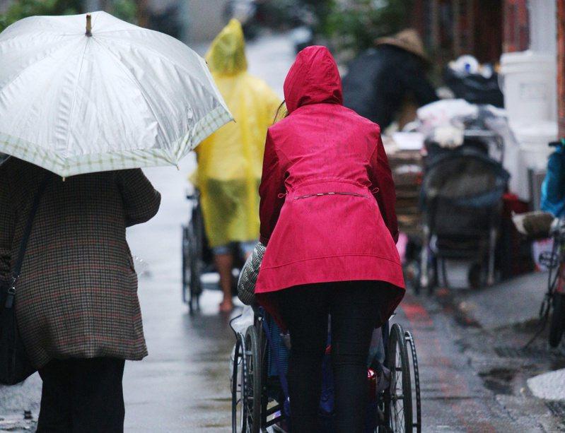 中央氣象局針對7縣市發布大雨特報。報系資料照/記者陳正興攝影