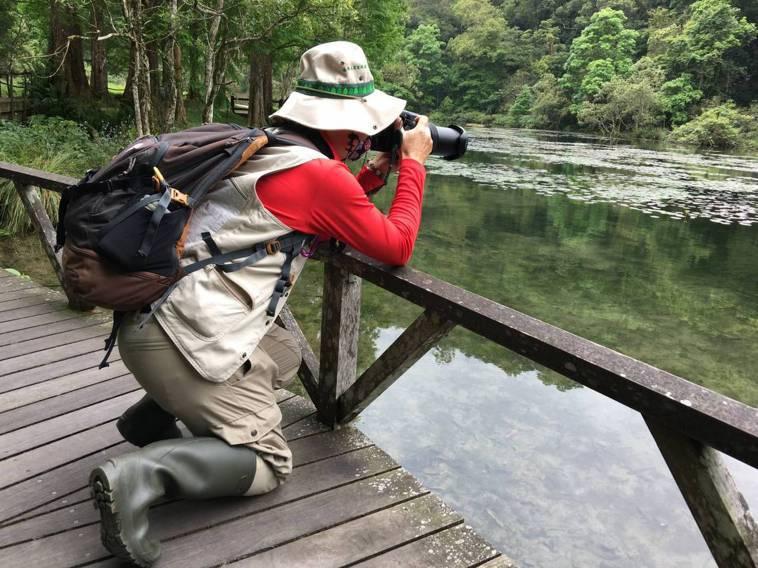 推動環境保育之餘,徐爸也會跟著荒野保護協會到野外做動植物調查與研究。圖/徐朝強提...