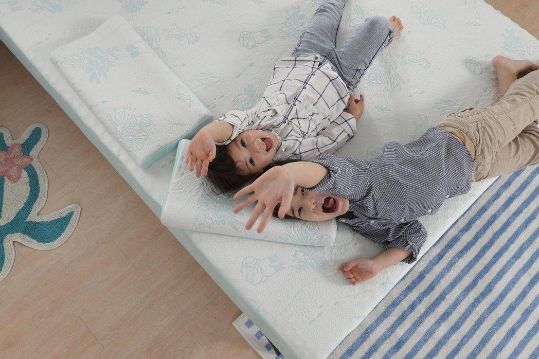 「珊瑚海」嬰幼童床枕全新系列,充滿海洋風童趣的設計。 圖/TENDAYS提供