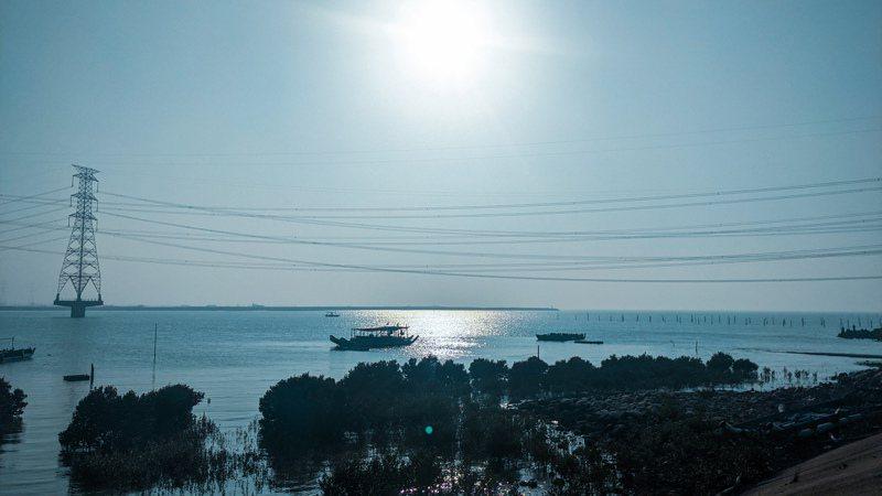 台61線沿線緊鄰海岸線,串聯台灣西部充滿人文歷史及自然生態。圖/中市府觀旅局提供