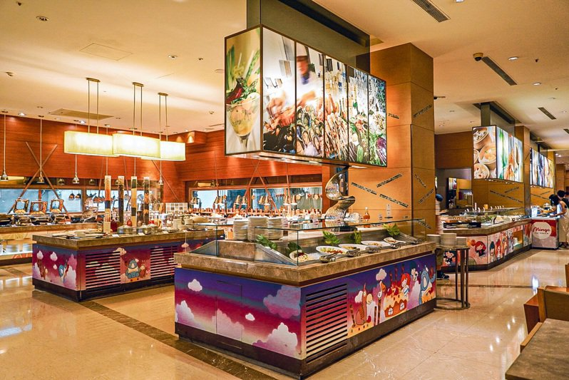 義大皇家酒店星亞自助餐廳3月穿著紫色衣物用餐,平日午餐65折。圖/義大皇家酒店提供