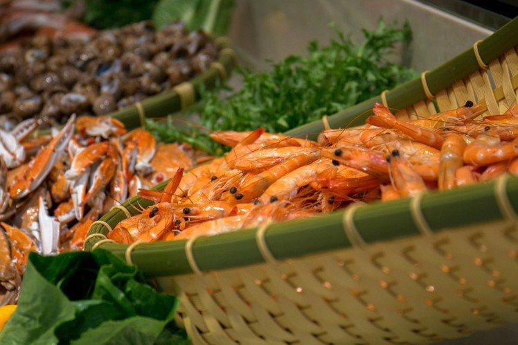 全日自助餐廳提供滿滿的在地鮮味。圖/蘭陽烏石港海景酒店提供