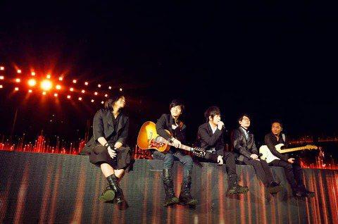 五月天樂團睽違16年後,3月20、21、27、28日及29日將在台南市立體育場辦理5場「好好好想見到你」演唱會,受到廣大歌迷的期待,為了讓歌迷享有更優質的音樂饗宴,永華田徑場將自3月4日至4日3日全...