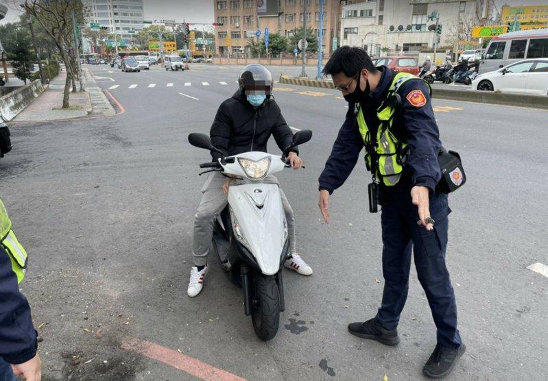 桃園交大將於3月2日起,一連9天在全市100多處易肇事路口展開「安道防故」執法。圖/警方提供