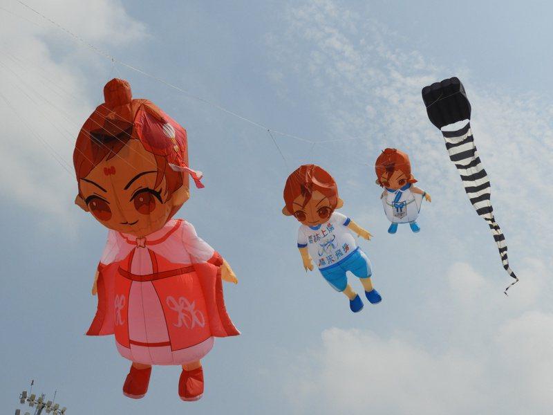 三月七日雲林全中運將以可愛的風箏為開幕熱身,可愛的全中運吉祥物和各種造型風箏今天試飛,吸引不少人一睹為快。圖/雲林縣府提供