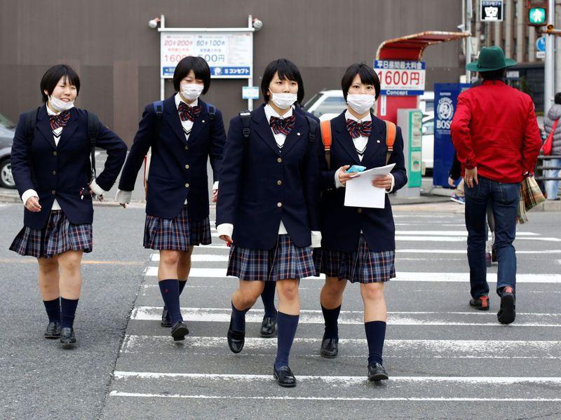在日本,嚴格的服儀規定在公立學校也是常態。路透