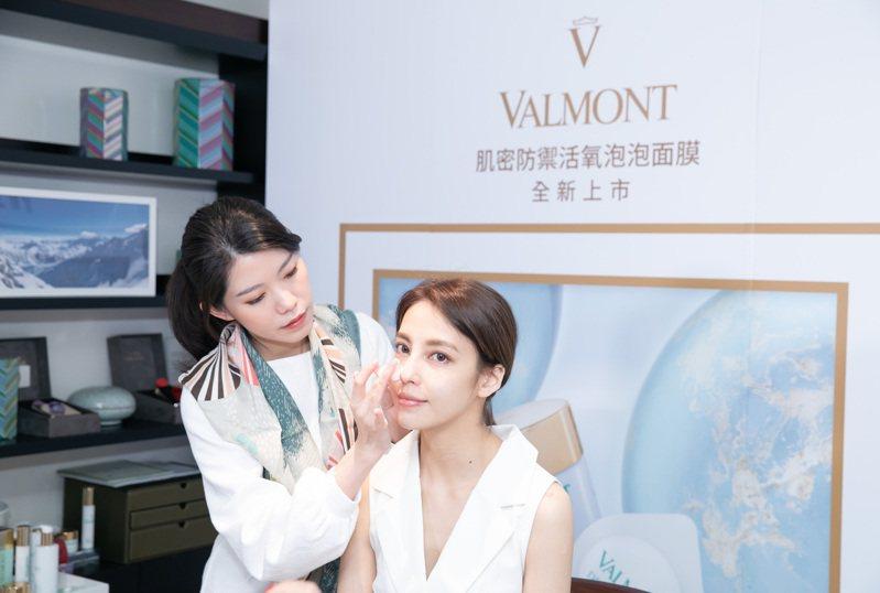 VALMONT肌密防禦活氧泡泡面膜/10ml*6/5,200元。圖/VALMONT法兒曼提供