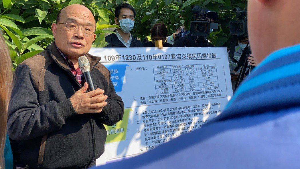 行政院長蘇貞昌年初因寒害前往屏東佳冬鄉勘災,明天將再度南下挺鳳梨農。本報資料照片