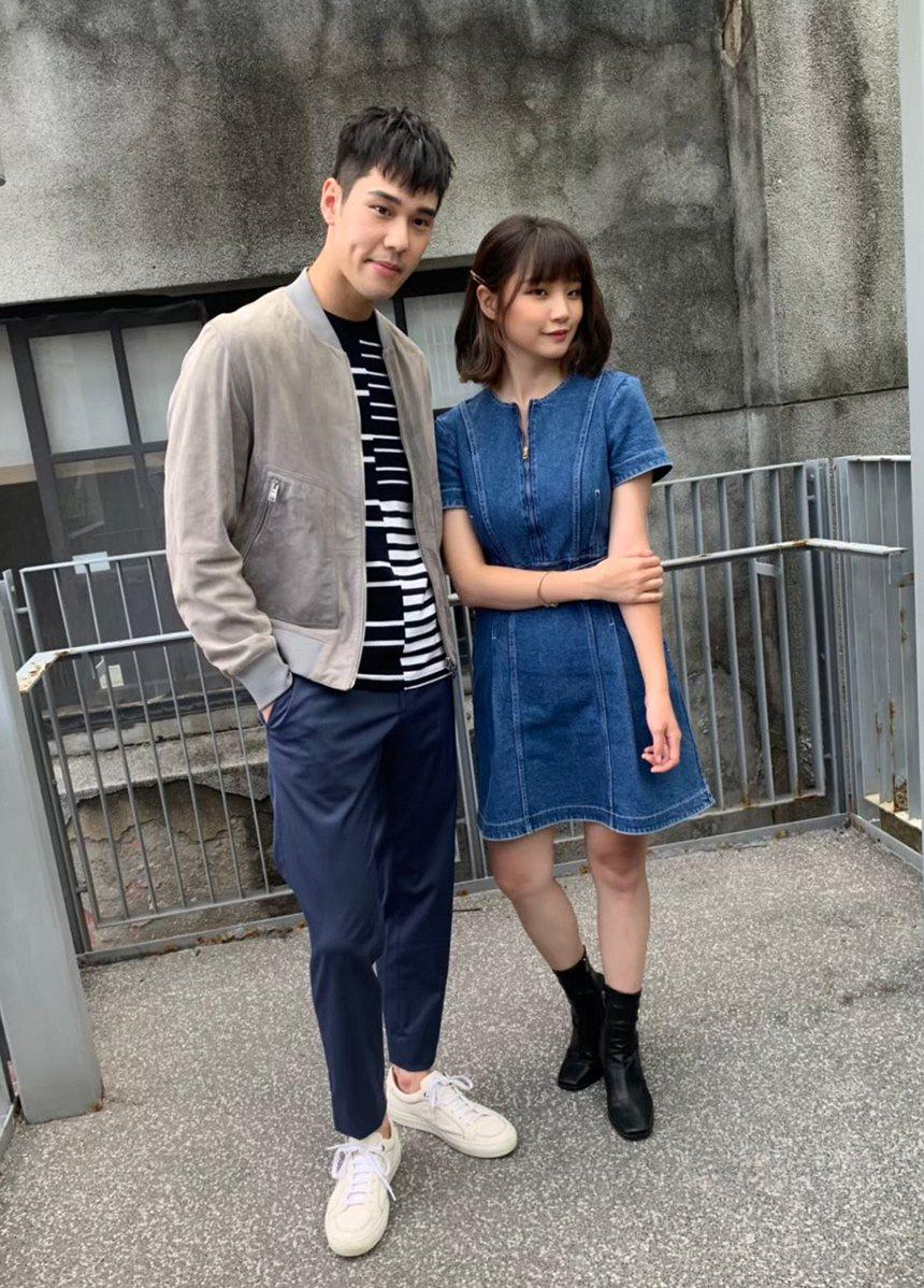 周予天(左)和師妹鄭心慈的新歌MV都飆破百萬點閱。圖/星空飛騰提供