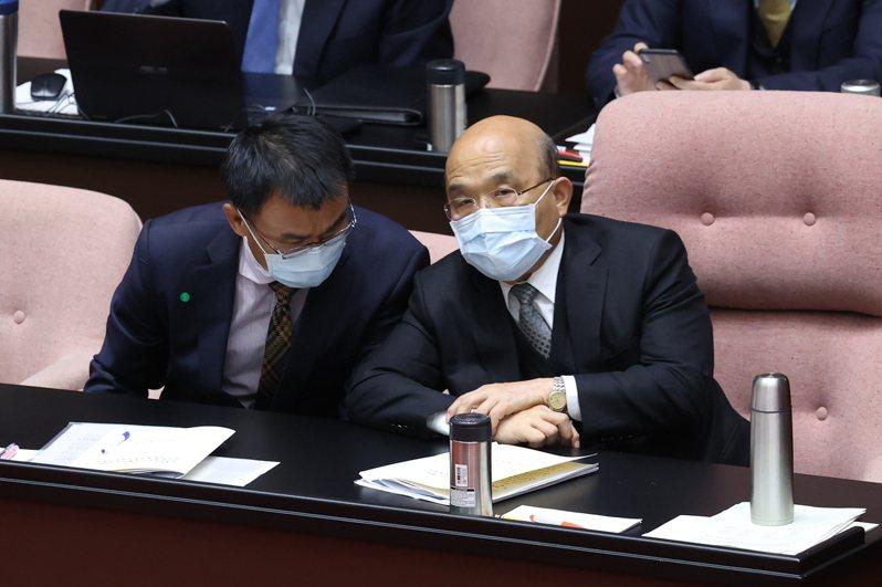 行政院長蘇貞昌(右)與農委會主委陳吉仲(左)昨天在立法院報告並備詢。記者葉信菉/攝影