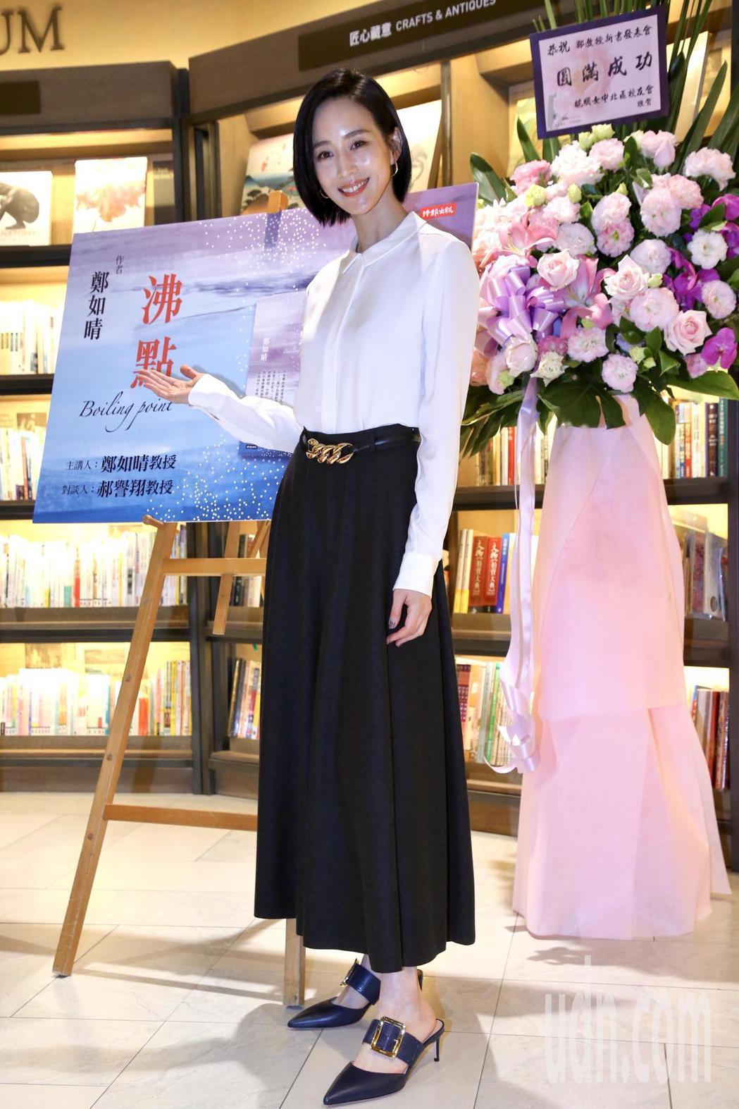 張鈞甯現身作家媽媽鄭如晴新書「沸點」分享會。記者林俊良/攝影
