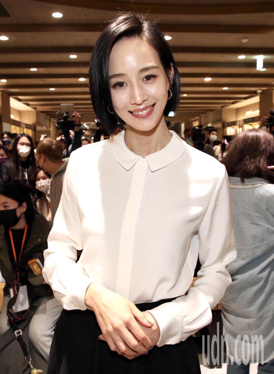 張鈞甯現身作家媽媽鄭如晴新書「沸點」分享會,為母親站台。記者林俊良/攝影