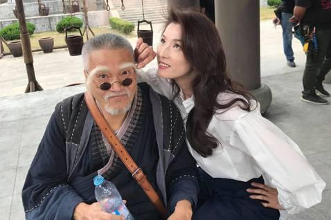 香港知名演員吳孟達27日因肝癌病逝,享壽70歲,他演藝資歷最早從1970年開始,在演出不少港劇後,1979年「楚留香」中的「胡鐵花」角色,令他一炮而紅,而他和台灣非常有淵源,其中葉全真是他合作最多的...