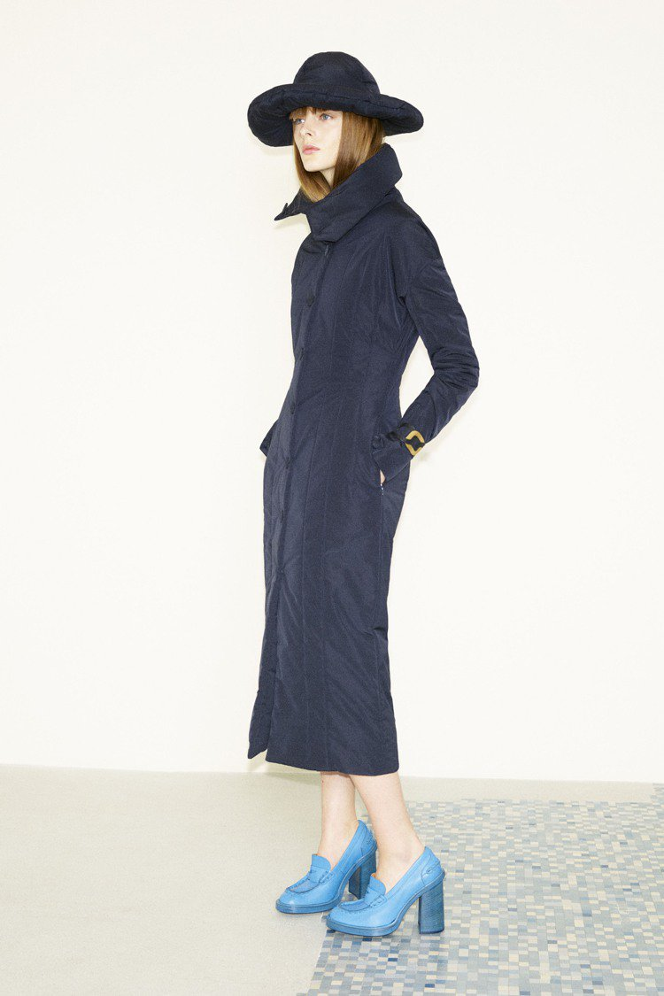 簡約輪廓、飽滿色澤,秋冬TOD'S女裝有低調洗練的美。圖/TOD'S提供