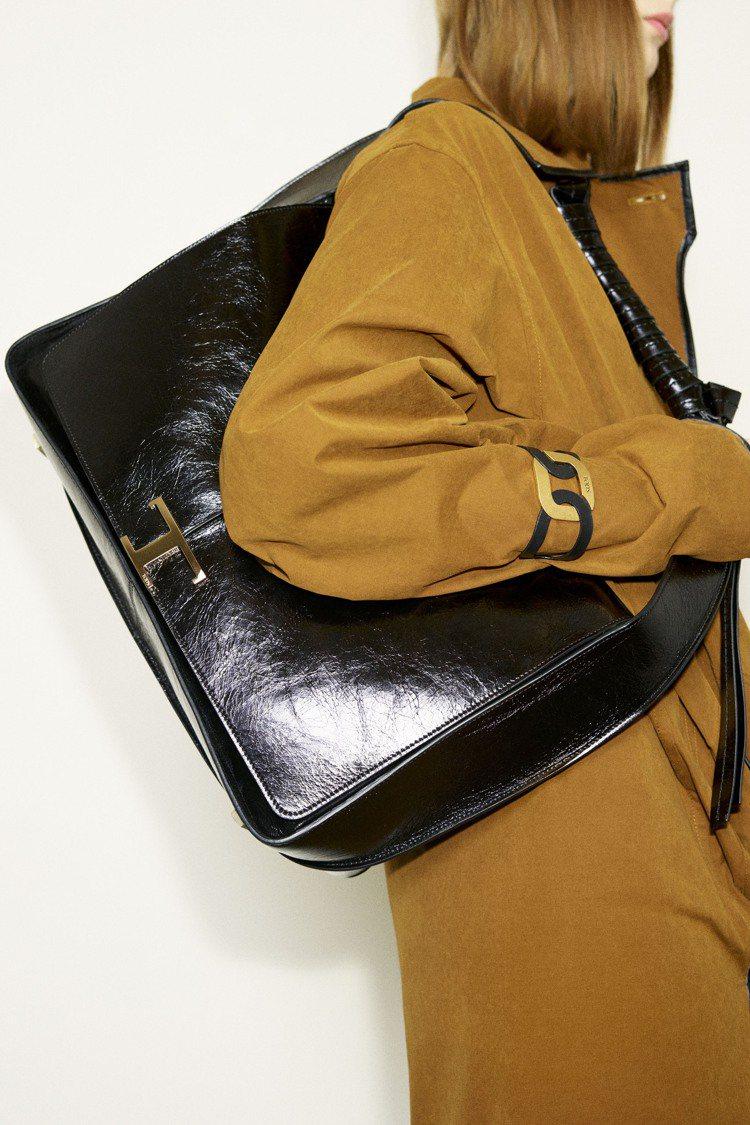 TOD'S在秋冬季也推出多款誇大體積的漆皮手袋。圖/TOD'S提供