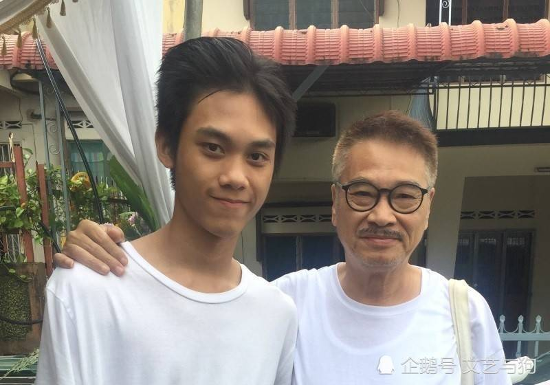 吳孟達(右)最關愛小兒子吳韋侖。圖/摘自微博
