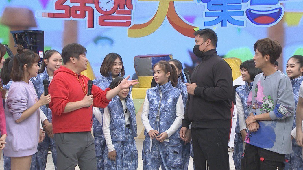胡瓜現場訪問林智勝父女檔。圖/民視提供